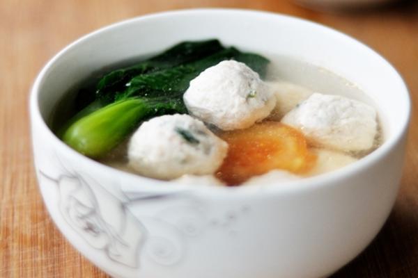 鲜虾鸡肉丸子汤