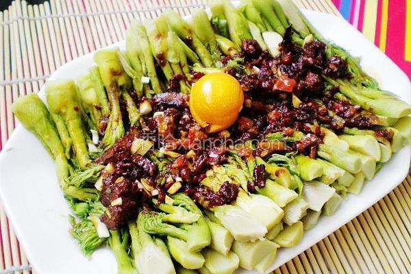 红油拌山野菜