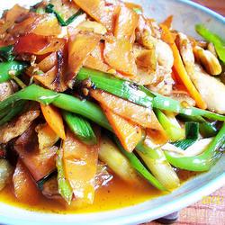 胡萝卜蒜苗回锅肉的做法[图]