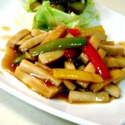老醋炒菌菇配酸黄瓜生菜的做法[图]