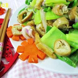 杂蔬炒肥肠的做法[图]