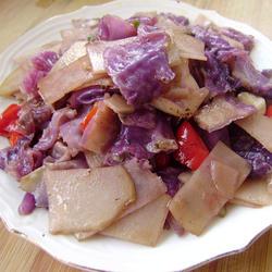 紫甘蓝炒土豆片的做法[图]