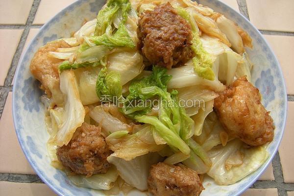 白菜包菜炒丸子