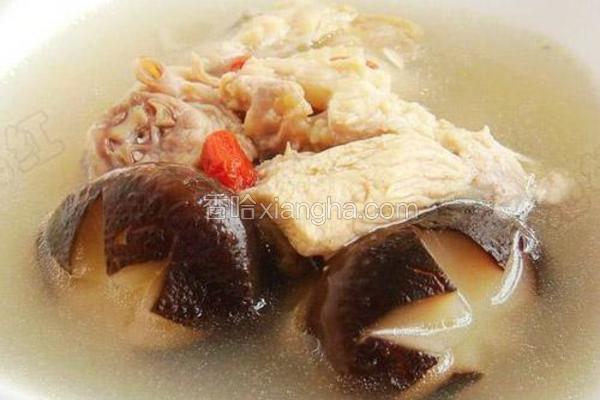 香菇枸杞鸡汤