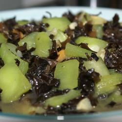淡菜木耳烩丝瓜的做法[图]