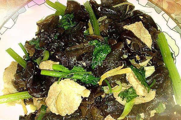 芹菜肉片炒木耳