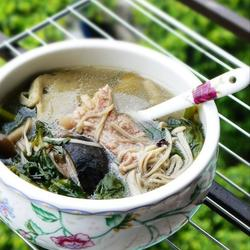 棒骨菇菌西洋菜汤的做法[图]