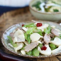 芹菜肉片炒海蘑菇的做法[图]