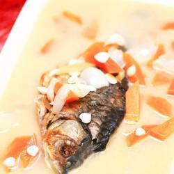 牛奶木瓜炖鱼的做法[图]