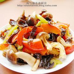 蟹味菇木耳炒双椒的做法[图]