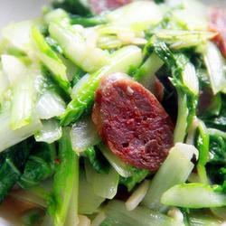 香肠炒小白菜的做法[图]