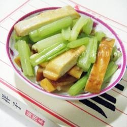 芹菜素炒五香豆干的做法[图]