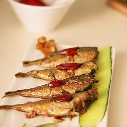醋焖蒜仔小鲅鱼的做法[图]