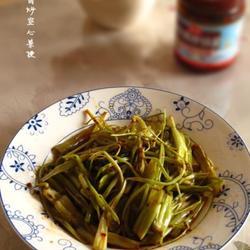 拌饭酱炒空心菜梗的做法[图]