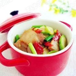 爽口剁椒五花肉炒西葫芦的做法[图]