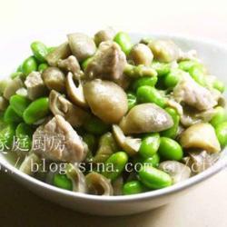 毛豆草菇炒肉丁的做法[图]