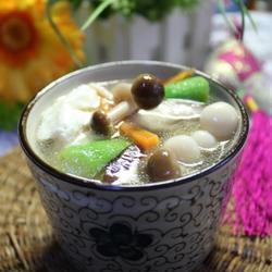 芙蓉菌菇丝瓜汤的做法[图]
