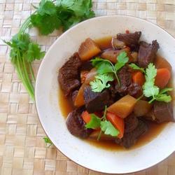 川味红白萝卜混烧牛肩肉的做法[图]