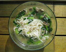电饭煲青菜蘑菇肉丝面[图]