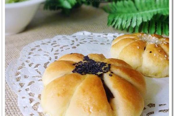 花样红豆沙面包