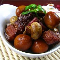 口蘑鹌鹑蛋烧肉的做法[图]