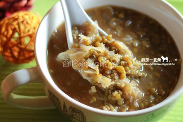 黑糖银耳绿豆汤