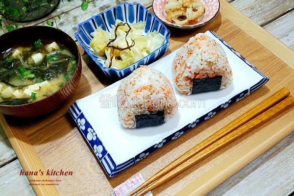 鲑鱼三角饭团