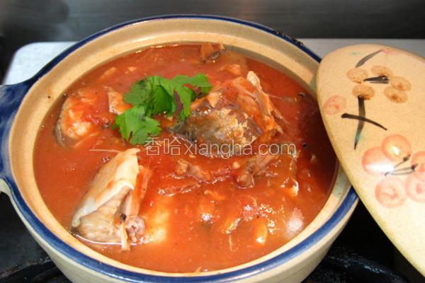 趁热品尝茄汁鲭鱼