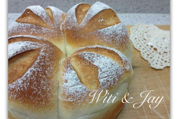 鲜奶皇冠面包