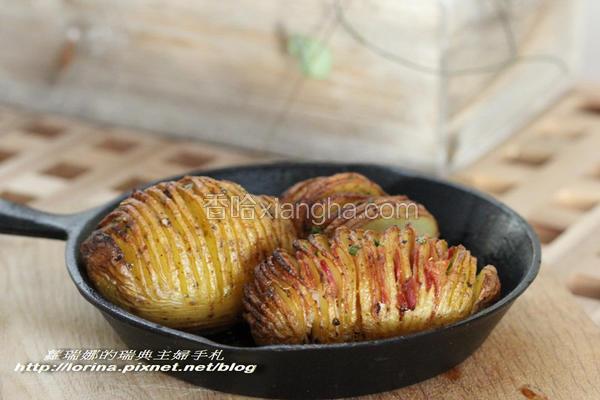 烤手风琴马铃薯