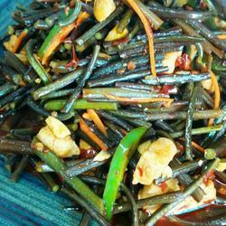 野蕨炒鸡丁