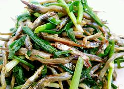韭菜拌银鱼干