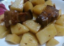 家常腩肉炆土豆