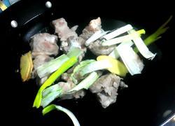 萝卜山药炖黑毛猪排骨汤