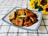 青蒜烧脆皮豆腐的做法[图]
