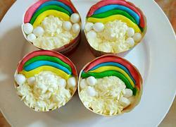 彩虹翻糖纸杯蛋糕