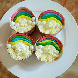 彩虹翻糖纸杯蛋糕的做法[图]