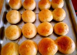 酸奶中种葡萄干小面包