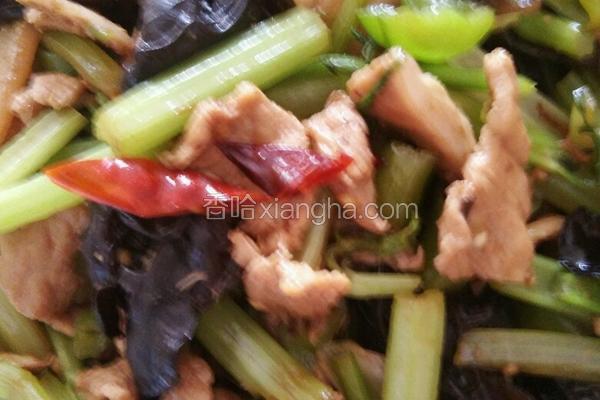 肉片炒芹菜木耳