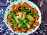 杏鲍菇炒胡萝卜甜椒的做法[图]