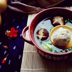 菠菜蘑菇汆丸子汤的做法[图]