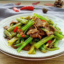 芹菜牛肉的做法[图]