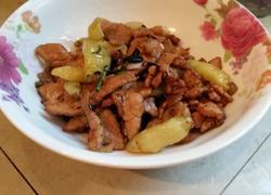 下饭菜泡椒炒肉
