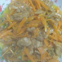 胡萝卜炒脊梁肉
