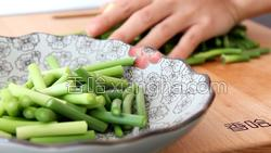 蒜苔炒肉的做法图解12