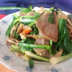 腌肉炒大蒜的做法[图]