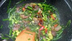 腊肉蚕豆米炒韭菜的做法图解13