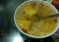 冰糖银耳菠萝枸杞汤