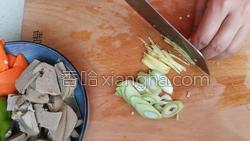 尖椒炒猪肝的做法图解5