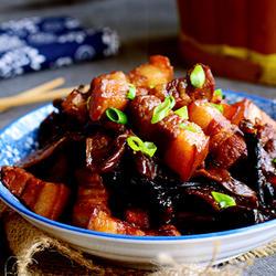 榛蘑炖黑猪肉